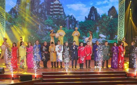 Nha Phuong bat ngo xuat hien hat cung Truong Giang - Anh 1