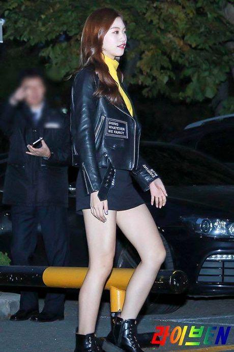 Yuri - Do Yeon so tai mix do khi dien cung mot chiec ao jacket - Anh 1