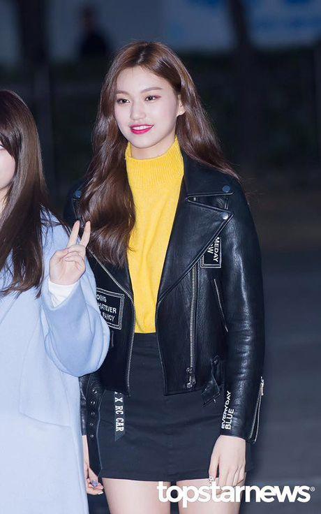 Yuri - Do Yeon so tai mix do khi dien cung mot chiec ao jacket - Anh 2