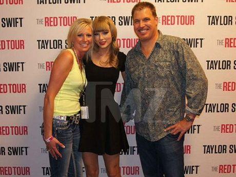 Ro ri buc anh Taylor Swift bi sam so vong ba - Anh 1