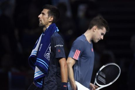 Djokovic nguoc dong gianh chien thang trong tran ra quan ATP World Tour Finals - Anh 1
