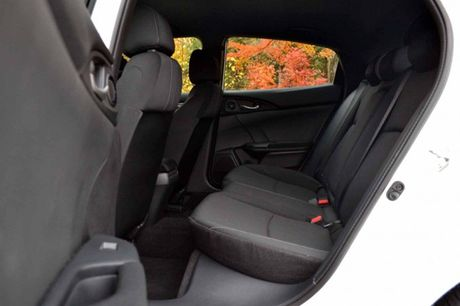 Honda Civic Sedan va ban hatchback khac nhau diem gi? - Anh 4