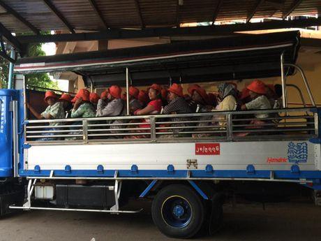Kham pha Chua Golden Rock tren dinh Kyaikhtiyo - Myanmar - Anh 7