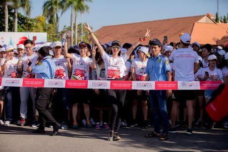 Pham Huong, Khanh My chay bo 5 km duoi nang gat o Can Tho - Anh 5