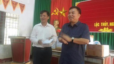 Hoi Xuat ban phia Nam giup do hon 100 trieu cho dong bao mien Trung - Anh 3