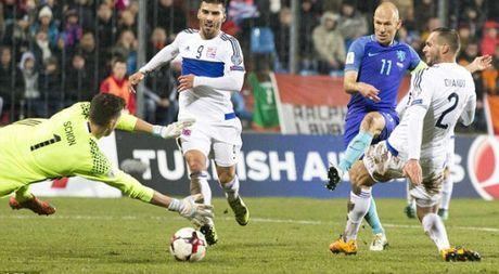 Vong loai World Cup: Ha Lan gay that vong, Ronaldo lap cu dup - Anh 1