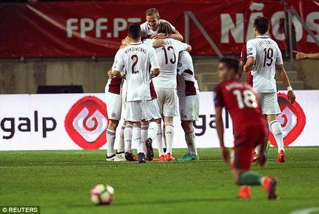 Ronaldo bo lo qua phat den trong chien thang 4-1 truoc Latvia - Anh 5