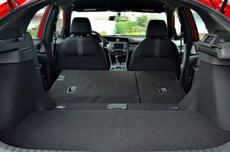 5 diem khac giua Honda Civic sedan va hatchback - Anh 4