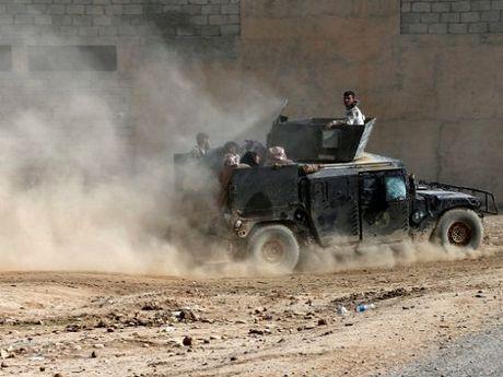 Quan doi Iraq 'chun buoc' truoc la chan song cua IS - Anh 1