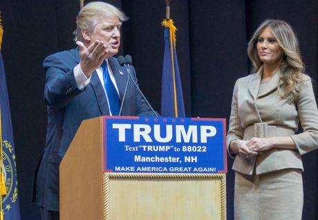 Tin tuc 24: 'Cho' trung giai qua lon, xo so Vietlott bi 'kien'; 'Chinh phu khong di ban bia, ban sua'; Ong Trump can nhac truc xuat 3 trieu nguoi khoi My - Anh 1