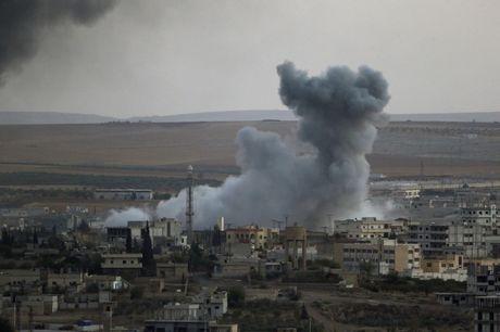 Khong quan Nga doi bom Aleppo, don duong tan cong cho quan doi Syria - Anh 1