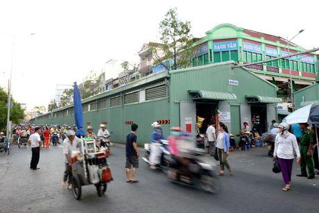 Cho tam Binh Tay chat choi, tieu thuong lo e am - Anh 1