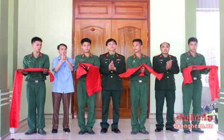 Su doan 324 ban giao nha tinh nghia cho dong doi - Anh 1