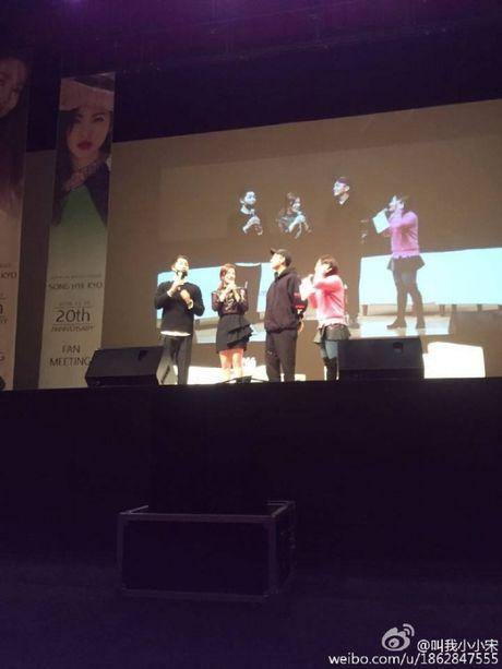 Tin duoc khong: Song Hye Kyo biet uong ruou la do Song Joong Ki day! - Anh 4