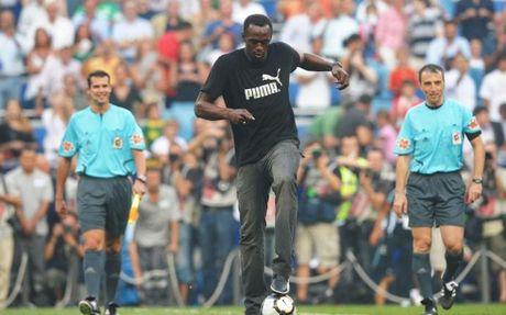 Usain Bolt tap cung Dortmund, hien thuc hoa uoc mo... khoac ao M.U - Anh 2