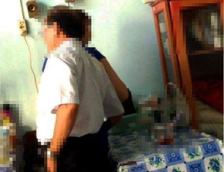 Pho giam doc So 'choang tay qua dui nu tap vu' bi UBND tinh khien trach - Anh 1