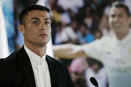 Ronaldo se tro thanh cau thu ti phu dau tien - Anh 1