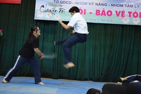 Buoi hoc GDCD 3 tieng khong mot hoc tro ngu gat - Anh 10