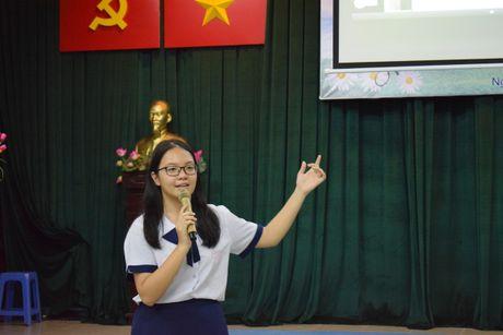 Buoi hoc GDCD 3 tieng khong mot hoc tro ngu gat - Anh 12