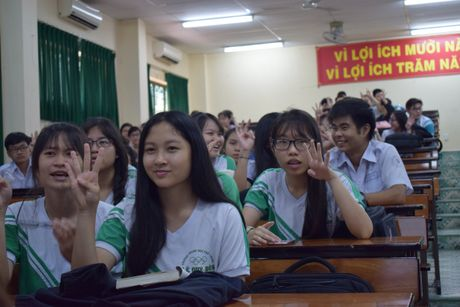 Buoi hoc GDCD 3 tieng khong mot hoc tro ngu gat - Anh 1