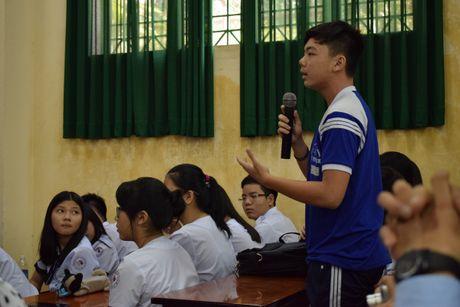 Buoi hoc GDCD 3 tieng khong mot hoc tro ngu gat - Anh 6