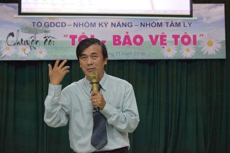 Buoi hoc GDCD 3 tieng khong mot hoc tro ngu gat - Anh 7