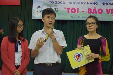 Buoi hoc GDCD 3 tieng khong mot hoc tro ngu gat - Anh 8