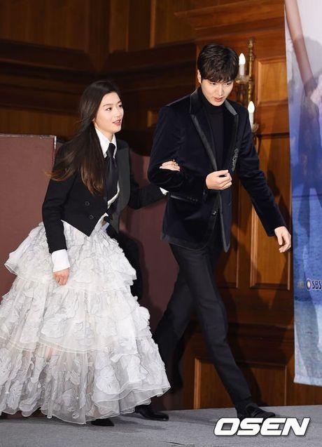 Jun Ji Hyun mac ruom ra ben Lee Min Ho - Anh 1