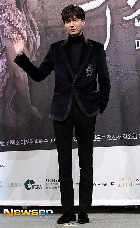 Jun Ji Hyun mac ruom ra ben Lee Min Ho - Anh 4