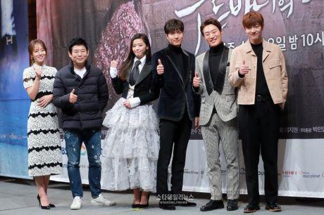 Jun Ji Hyun mac ruom ra ben Lee Min Ho - Anh 7