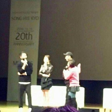 Fan ban loan vi Song Joong Ki tinh tu nam tay Song Hye Kyo - Anh 3