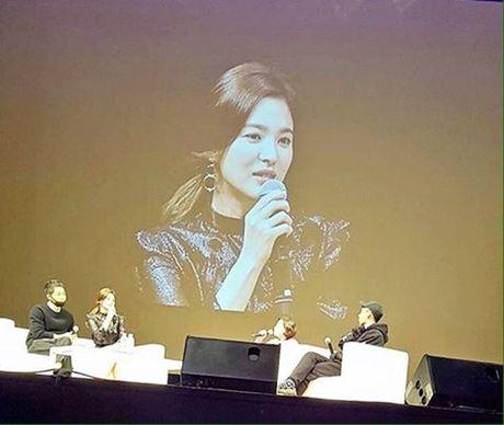Fan ban loan vi Song Joong Ki tinh tu nam tay Song Hye Kyo - Anh 6