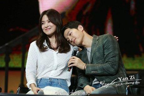 Fan ban loan vi Song Joong Ki tinh tu nam tay Song Hye Kyo - Anh 7