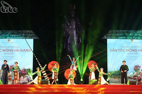 Khai mac Khong gian van hoa dan toc Mong Ha Giang tai Ha Noi - Anh 1