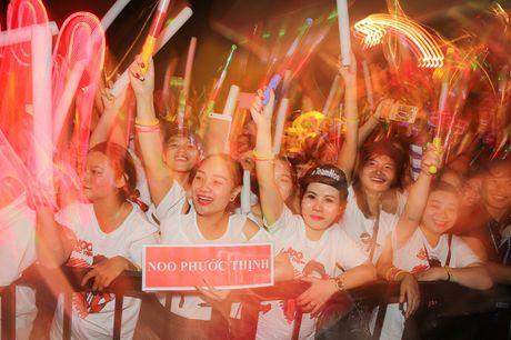 Noo Phuoc Thinh hat lien 3 tieng, live concert thu hut 2 trieu luot xem - Anh 2