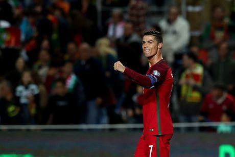 Ronaldo lap cu dup giup Bo Dao Nha dai thang, Bi huy diet Estonia - Anh 1