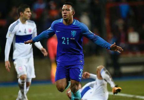 Ronaldo lap cu dup giup Bo Dao Nha dai thang, Bi huy diet Estonia - Anh 4