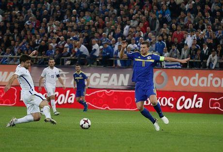 Ronaldo lap cu dup giup Bo Dao Nha dai thang, Bi huy diet Estonia - Anh 8