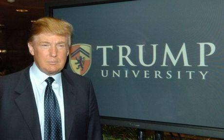 Tong thong moi dac cu Donald Trump muon tri hoan phien xet xu vu kien - Anh 1