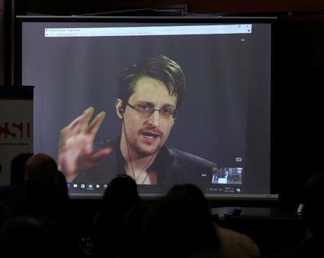 Snowden canh bao nguy co gia tang do tham noi bo vi ong Trump - Anh 1