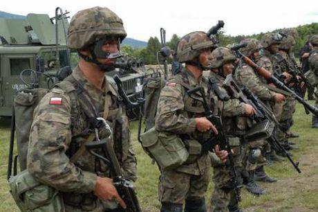 Ba Lan lap doi quan chong Nga, tao mui xung kich NATO - Anh 1