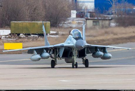 Chien dau co Mig-29 Nga vo tan khi ha canh o tau san bay - Anh 2