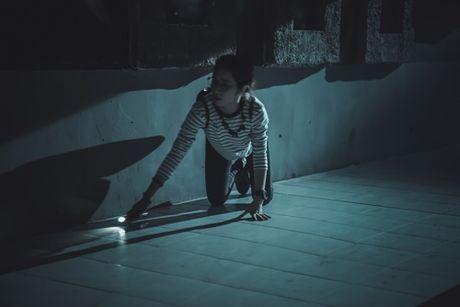 Hoa Minzy 'ba dao' trong phim kinh di dau tay - Anh 7