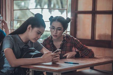 Hoa Minzy 'ba dao' trong phim kinh di dau tay - Anh 9