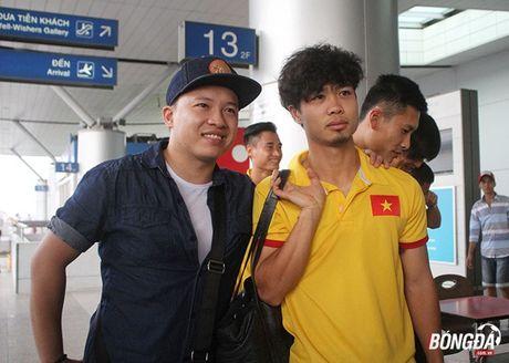 Cong Phuong xuat hien voi mai toc xu, tui xach dieu da tai san bay - Anh 4