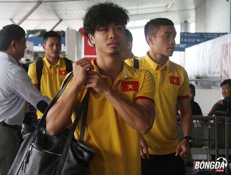 Cong Phuong xuat hien voi mai toc xu, tui xach dieu da tai san bay - Anh 5
