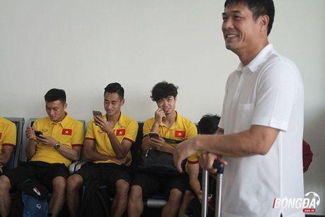Cong Phuong xuat hien voi mai toc xu, tui xach dieu da tai san bay - Anh 6