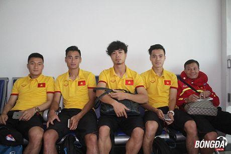 Cong Phuong xuat hien voi mai toc xu, tui xach dieu da tai san bay - Anh 7
