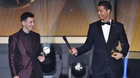 Messi het 'doi' khi huong luong cao hon Ronaldo? - Anh 1