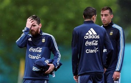 Argentina co kha nang vang Messi khi gap Colombia - Anh 1